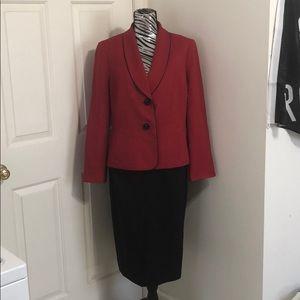 LeSuit 2 Piece Skirt Suit Size 14